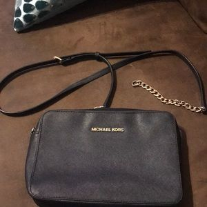 Michael Kors crossbody gold chain